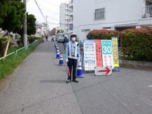 銅賞「【施工場所に合わせた規制帯】 ヨシ!」